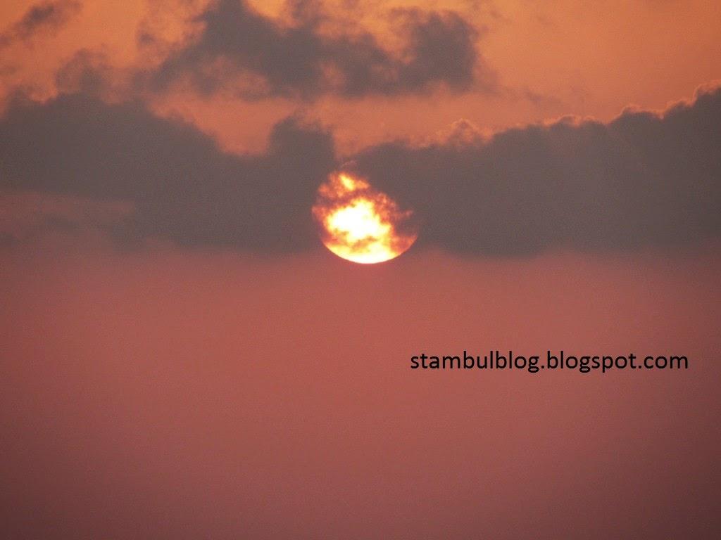 закат солнца на горе