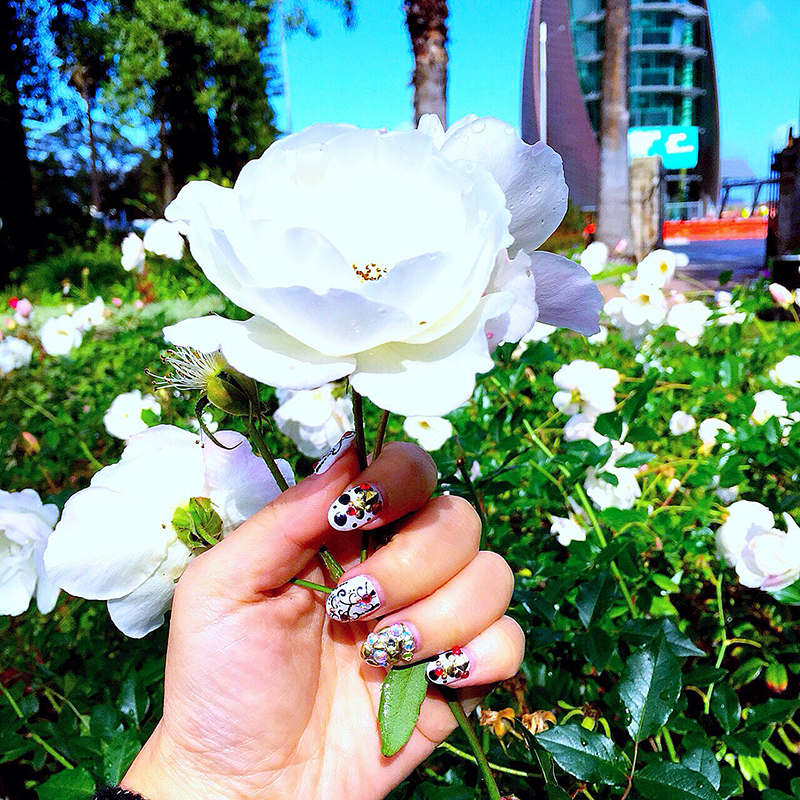 CrystalPhuong- Singapore Travel Blog- Beautiful rose with crystal nails