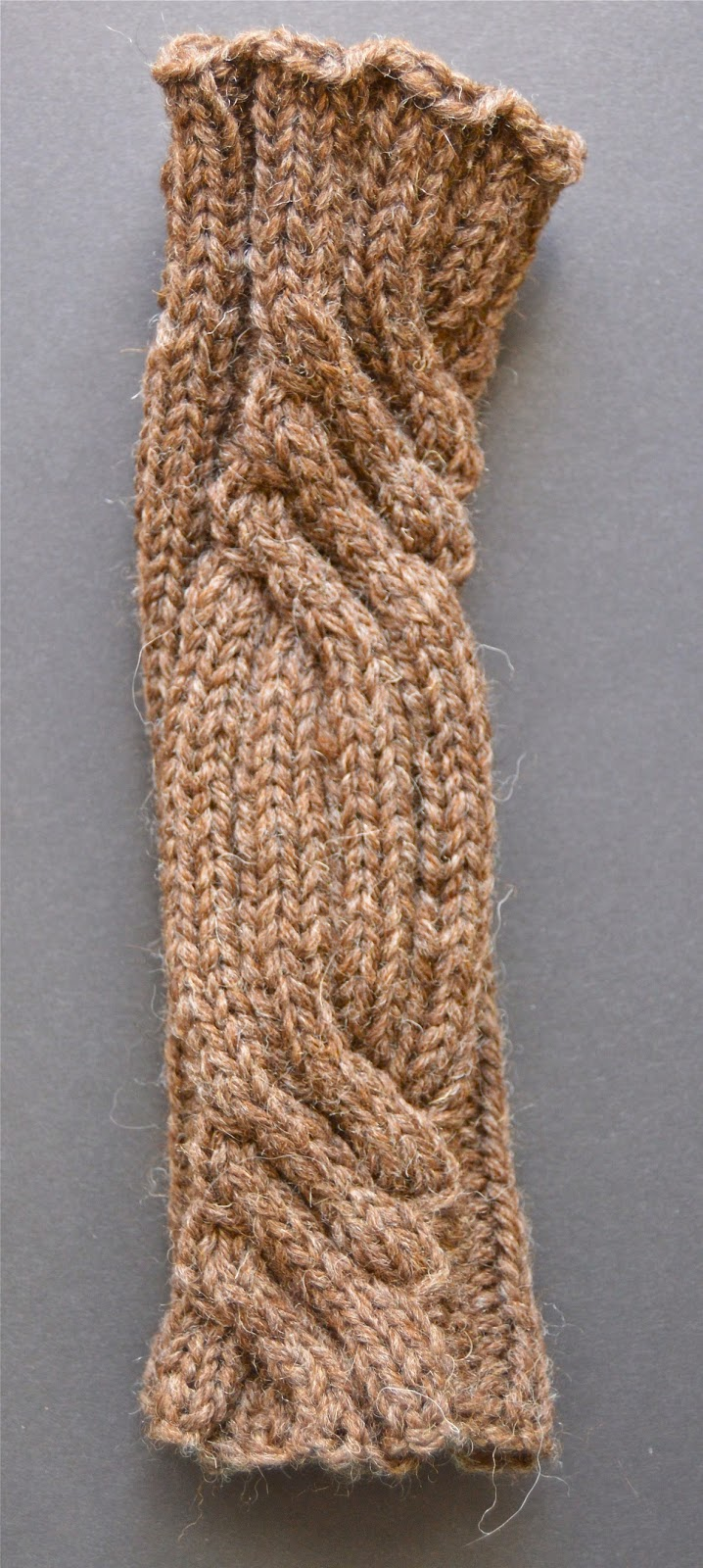 fingerless mitts with a celtic cable