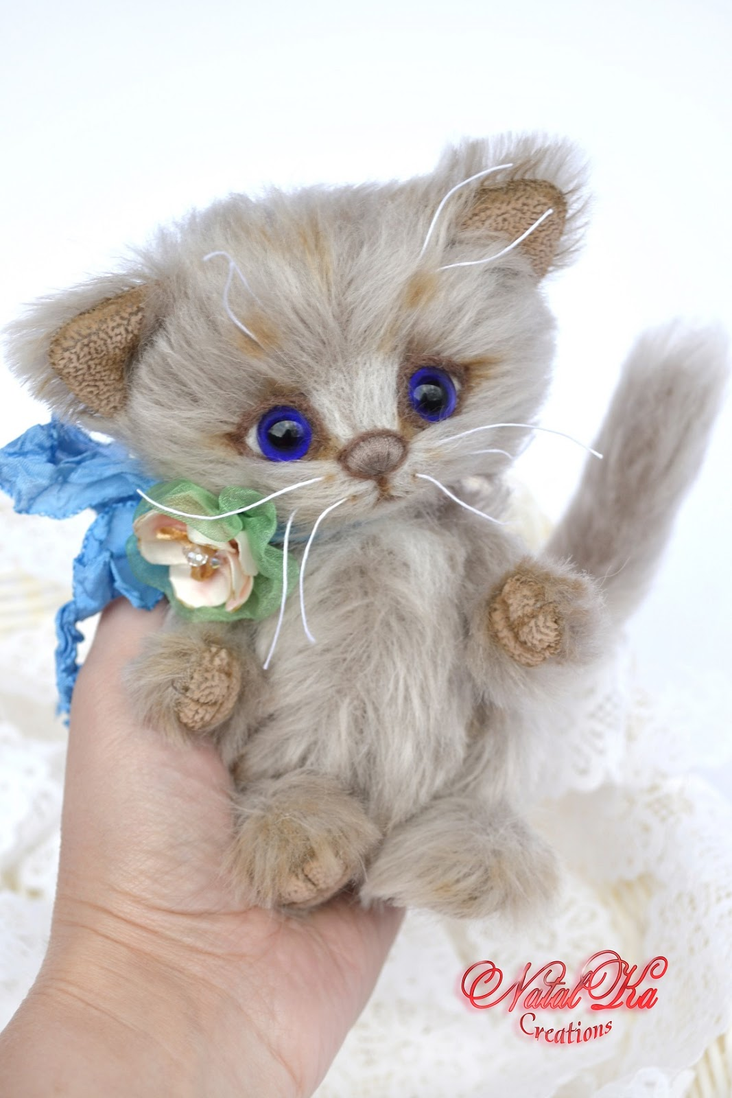 Artist teddy kitty, teddy bear, artist cat, ooak, jointed, teddies with charm, handmade by NatalKa Creations. Künstlerteddy Kätzchen, Katze, Künstlerbär, Teddybär, Unikat, Mohair, handgemacht von NatalKa Creations.