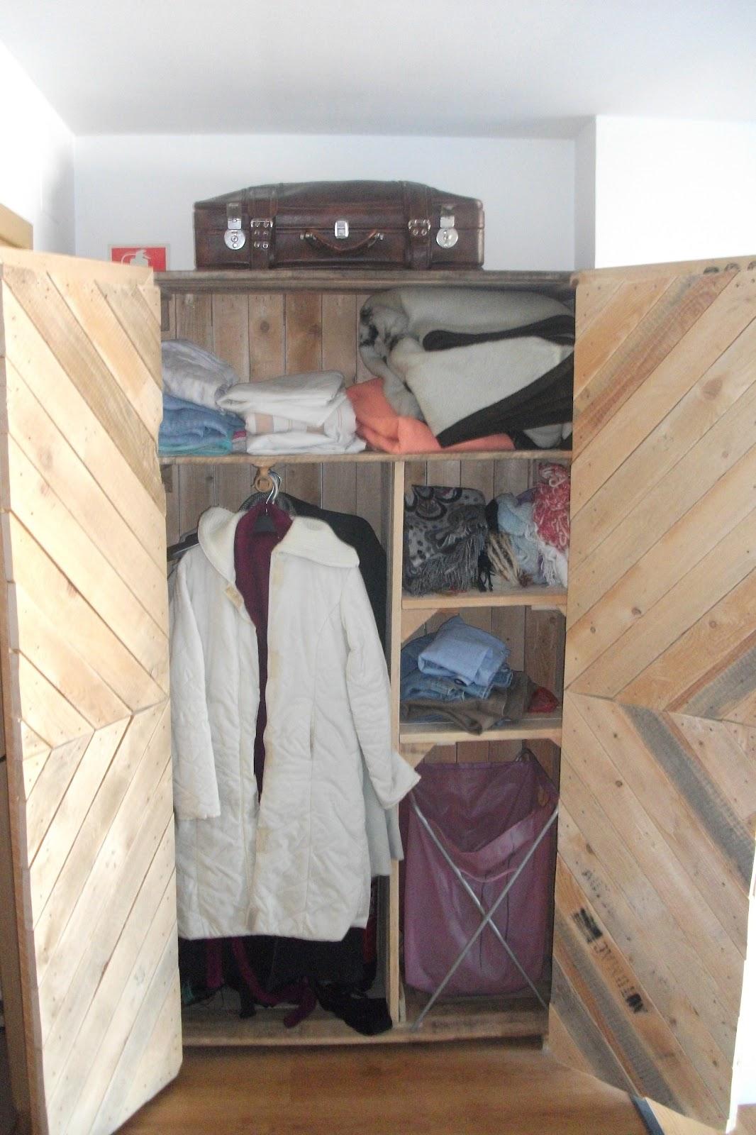 Renovarte con palets julio 2013 for Puertas con madera reciclada