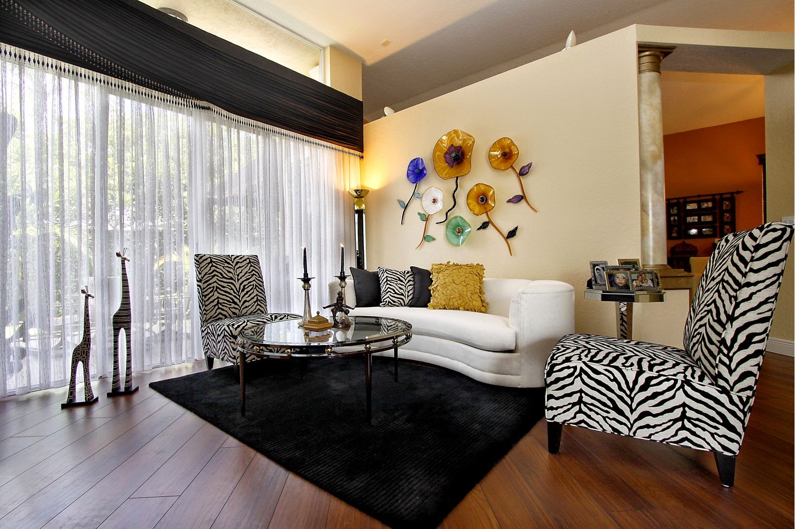 Home decoration 20 zebra living room decor for Living room ideas zebra
