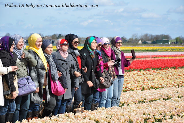 holiday to holland and belgium with premium beautiful at keukenhof group picture at tulips farm