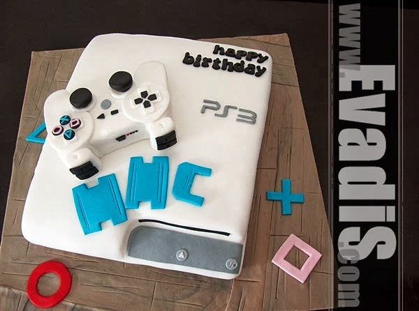Full view picture of PS3 cake