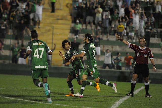 Atlético-MG acredita que a Chapecoense foi beneficiada pela arbitragem neste domingo (foto: Divulgação/Chapecoense)