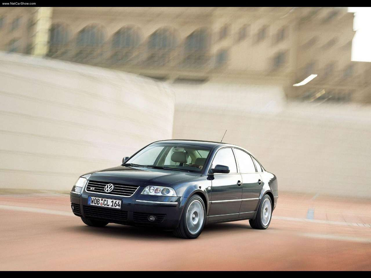 http://1.bp.blogspot.com/-Av1L2FO9mVg/TXs6aQ1mC5I/AAAAAAAANNY/qROQ2O-z_Yo/s1600/Volkswagen-Passat_W8_2001_1280x960_wallpaper_05.jpg