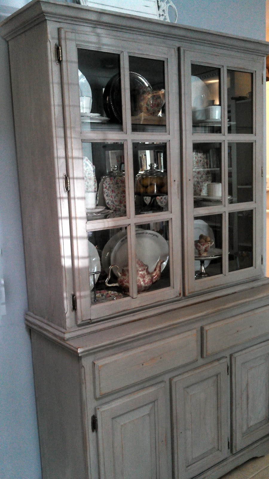 Le Roux: China Cabinet before & after