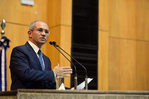 Deputados recebem pedido de impeachment de governador do Espírito Santo