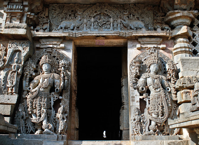 The Dwarapalakas and the lintel work at the south entrance