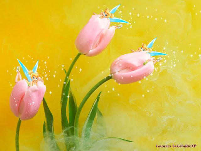 Tinker Bell jugando entre tulipanes_Wallpaper