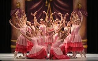 """Escola Municipal de Dança - """"O Quebra Nozes"""" 2011"""