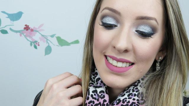 Maquiagem com glitter prata dailus