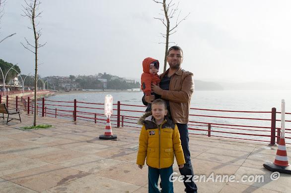 oğullarım ve babaları Kerpe sahilinde dolaşırken, Kocaeli