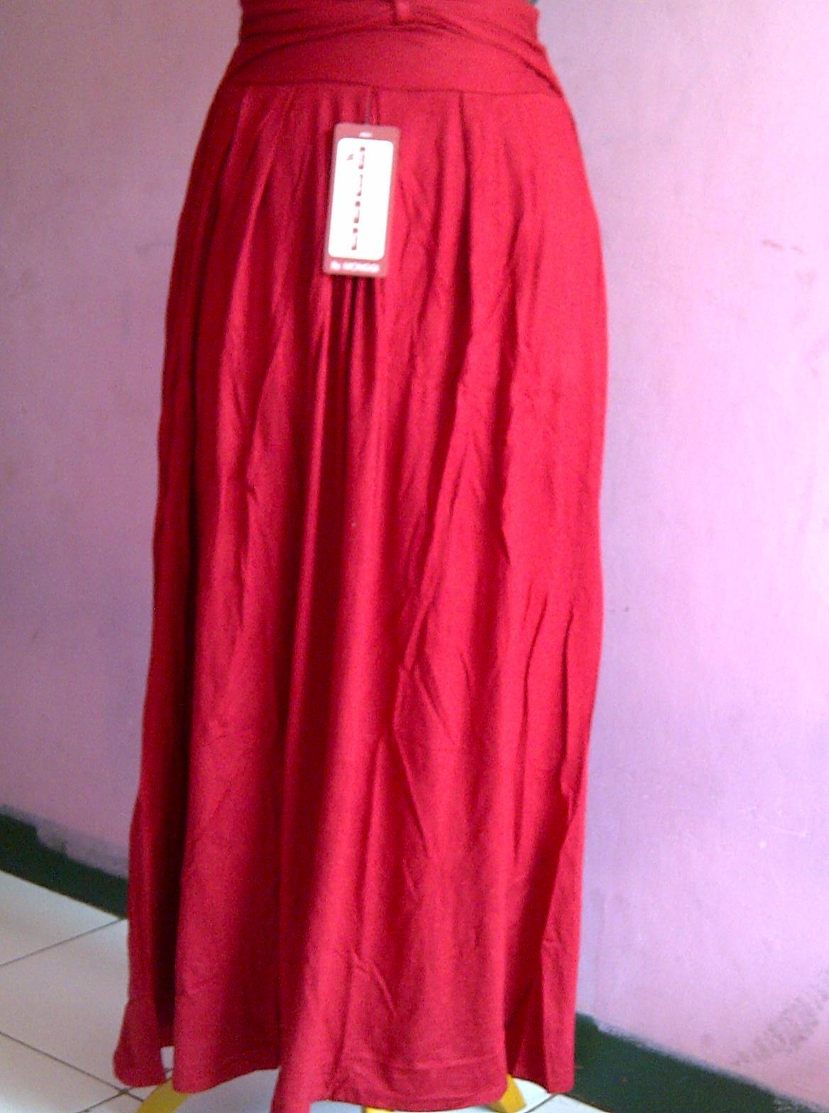 model rok spandek panjang muslimah warna merah