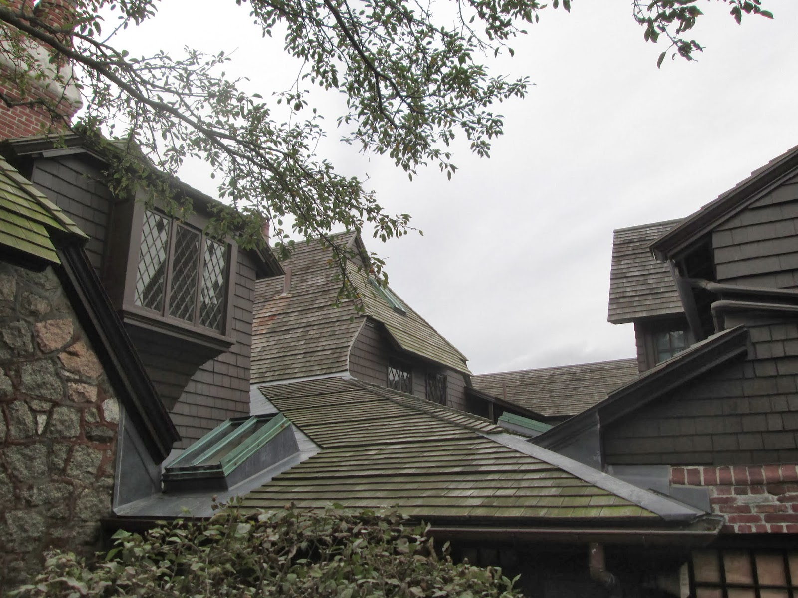 The downeast dilettante gray day decorator 39 s dream for 3999 roof