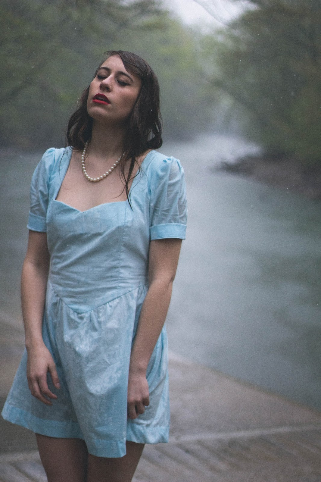 Vintage, style, retro, the notebook, allie hamilton, costume design, fashion blogger, feminine, girly, 1940s style, pretty, classic style, taylor swift style, outfit, red lips, rain photography, vintage pictures