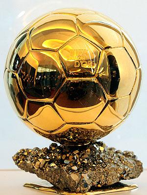 4d95937a818f1 Ainda não é desta vez que um jogador que atua no futebol brasileiro vai ter  a chance de conquistar a Bola de Ouro. Em coletiva na sede da revista  France ...