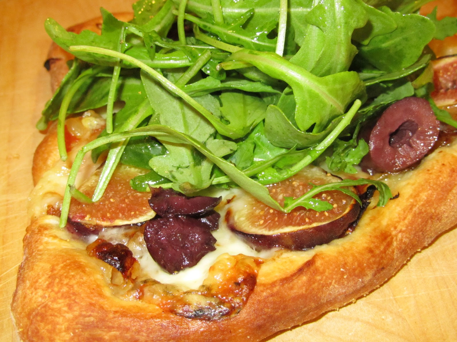 Loaves n Dishes: FRESH FIG & PROSCIUTTO PIZZA TOPPED WITH ARUGULA