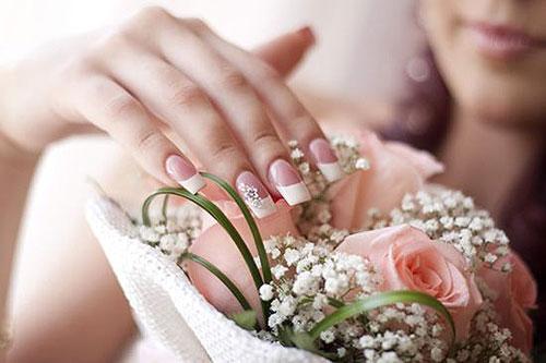 Hướng dẫn 5 cách thức đơn giản chăm sóc móng tay đẹp