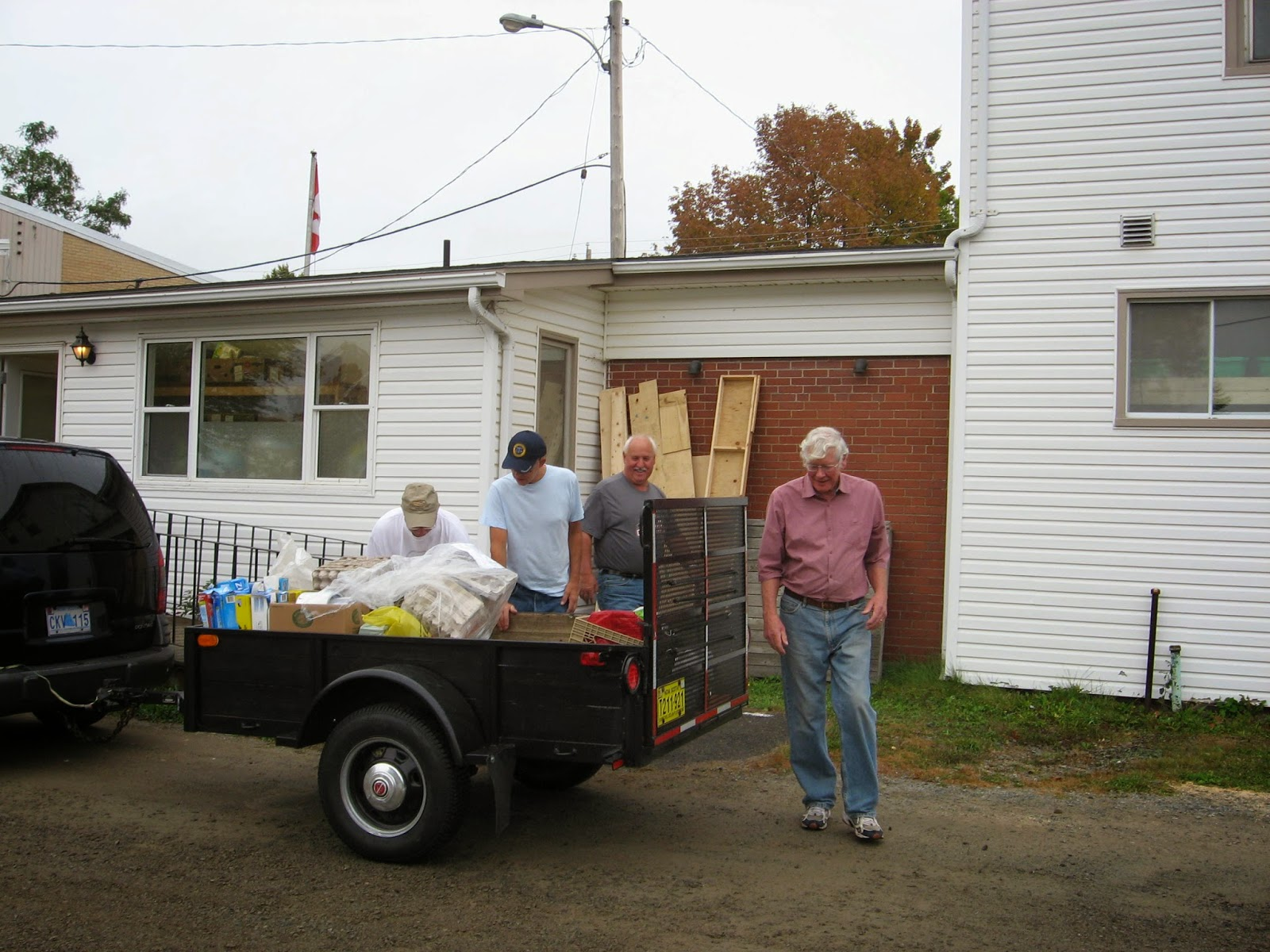 hantsport area food bank now has a new location and a new 10 year lease volunteers moved the merchandise and fixtures across william street from its