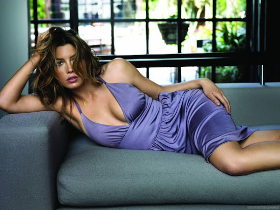 Jessica Biel Glamour and Spicy Wallpaper