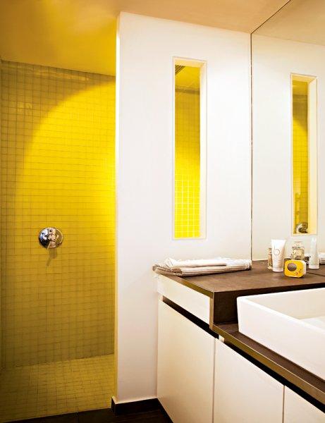 Carrelage salle de bain jaune