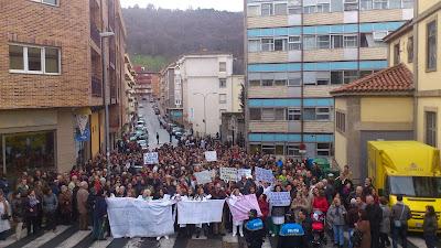 Miles de Bejaranos se manifiestan por la sanidad y  en defensa del hospital