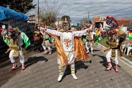 Imponente y colorido festejo de la comunidad boliviana por la Virgen de Copacabana