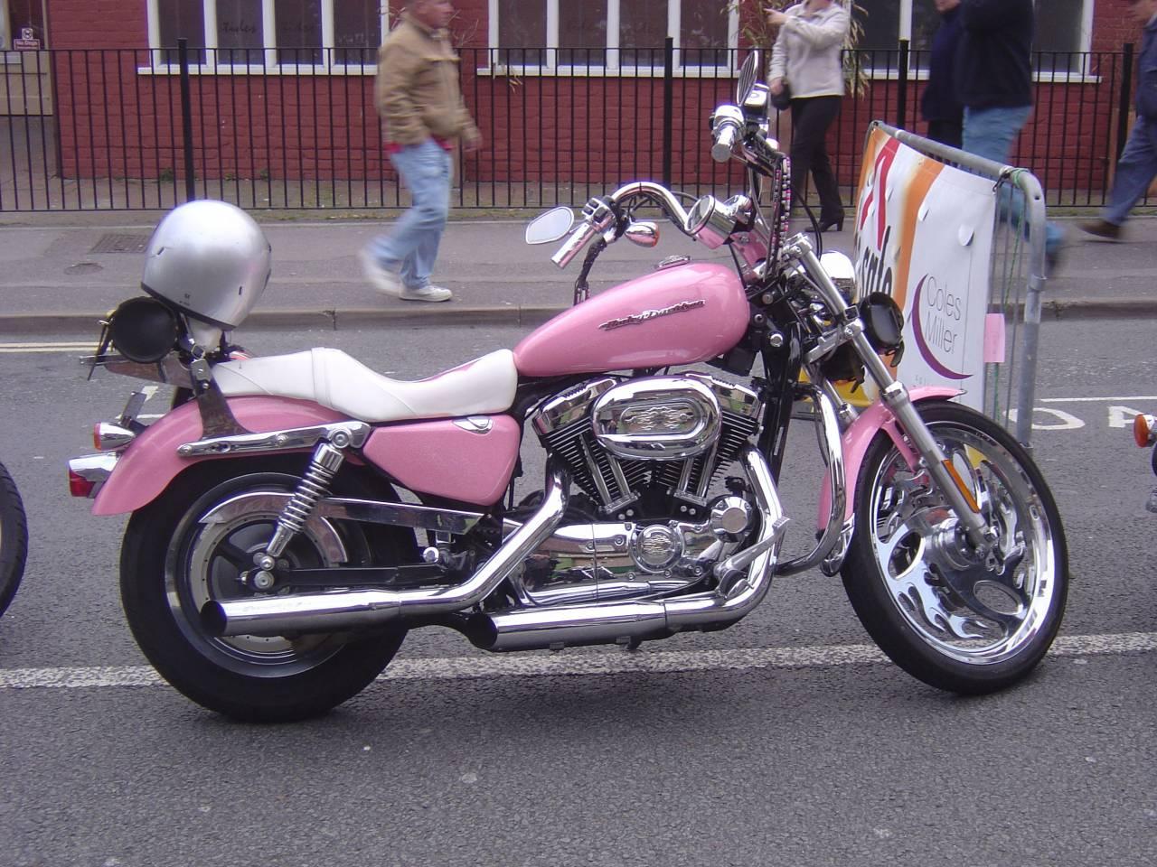 http://1.bp.blogspot.com/-AxLAq8b5fQ8/UCozNSSb92I/AAAAAAAAABo/j1szThLXRgo/s1600/Pink_Harley_Davidson1.jpg