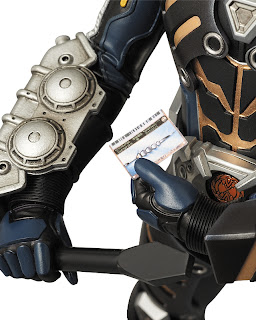 "Medicom RAH Kamen Rider Alternative Zero 12"" figure - Ryuki"