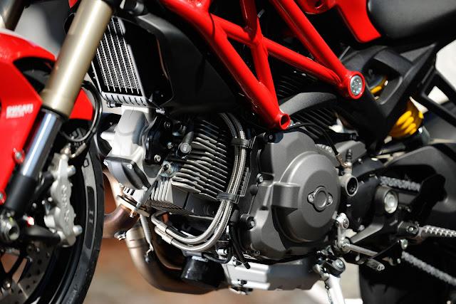 Ducati Monster 1100 EVO-2012_b.jpg
