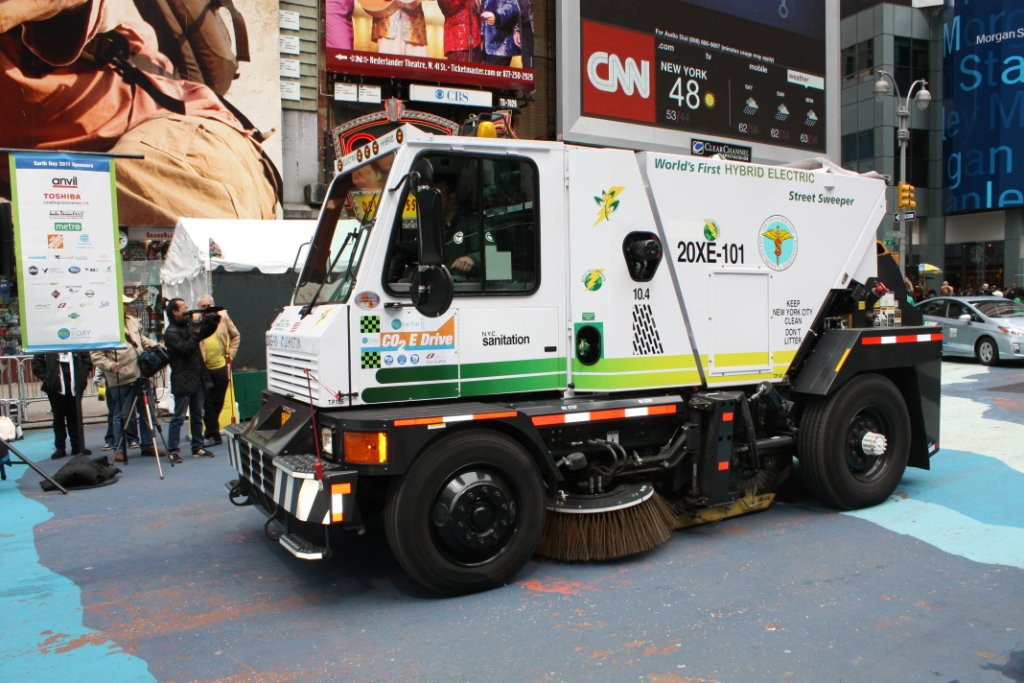 CO E DRIVE NYC THE TIMES SQUARE EXPERIENCE CATWALK - Nyc street sweeping map