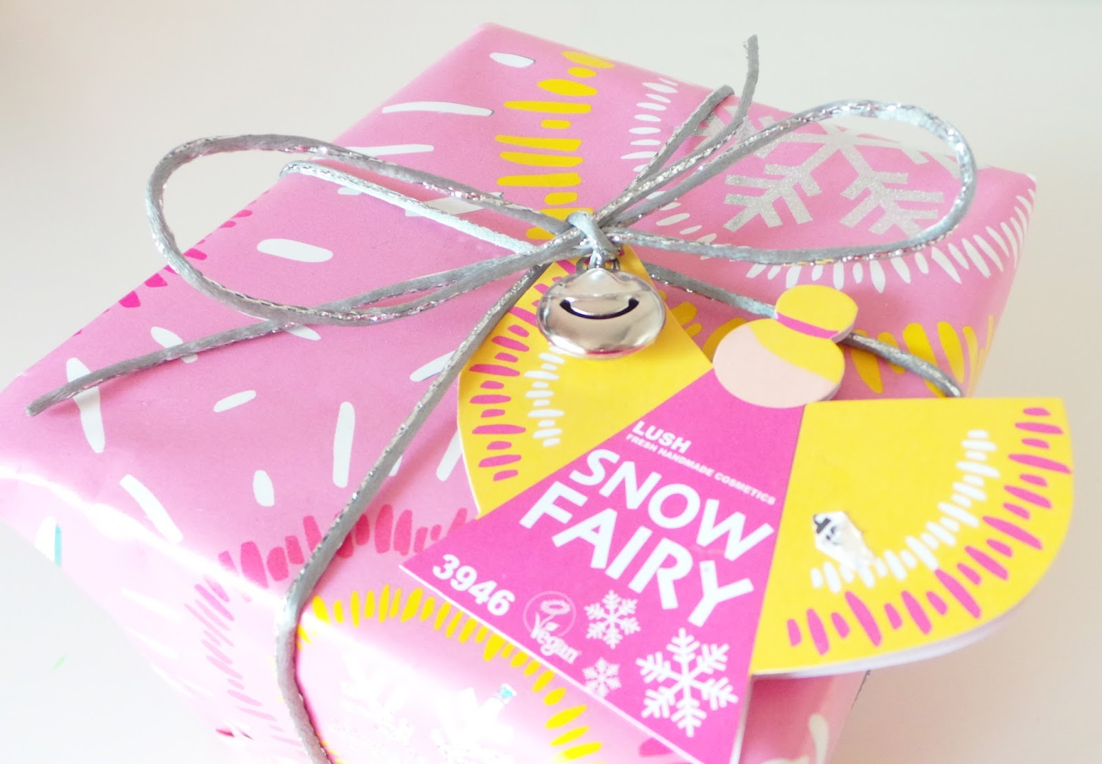 Review LUSH Snow fairy gift box gift set christmas, Lush snow fairy shower gel, lush shimmy shimmy shimmer bar, lush angels delight soap
