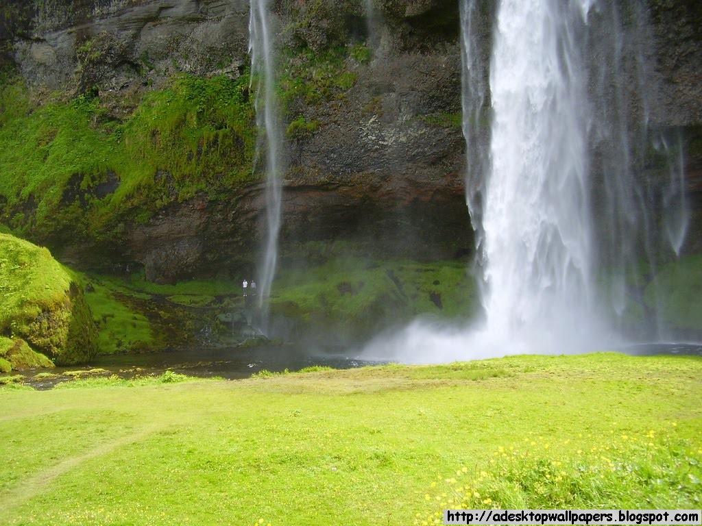 http://1.bp.blogspot.com/-Az7wlyrib6I/T49Tunt9OfI/AAAAAAAAATg/nGbnD2_3-iQ/s1600/Free-Waterfall-Desktop-Wallpapers-01.jpg