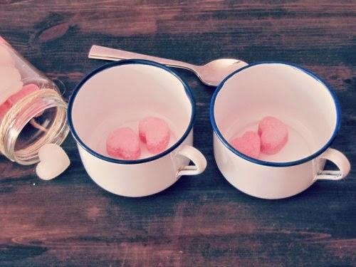 Presentación terrones de azúcar en tazas esmaltadas