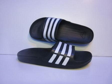 sandal hitam, adidas hitam, sandal warna hitam lis putih, Sandal Adidas Terbaru