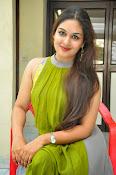 Prayaga Martin Glamorous photos-thumbnail-9