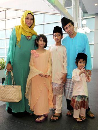 Keluarga Amy Search dan Norhaniza Hassan serta Anak
