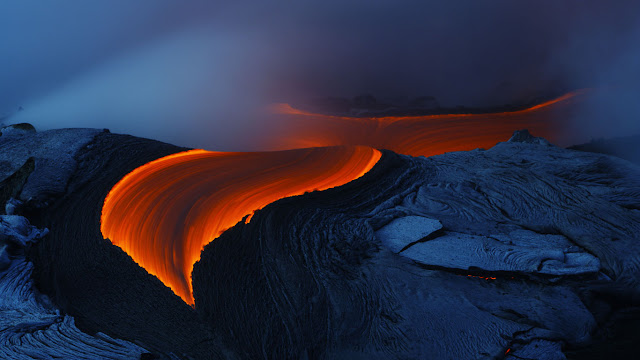 Lava from Kilauea volcano in Hawaii (© Toshi Sasaki/Getty Images) 612