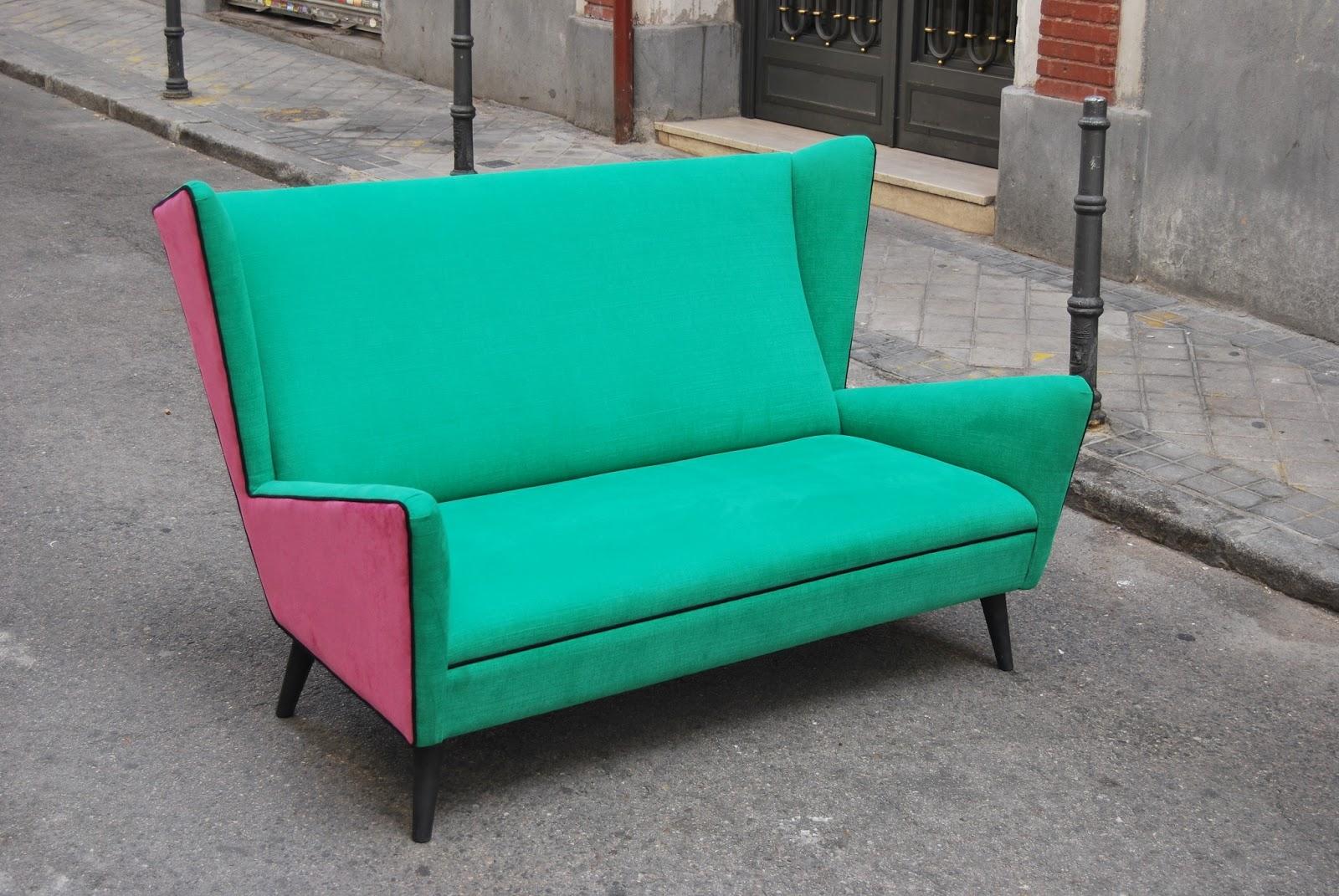 las esquinas de este sofa nos retrotraen a los aos y a sus afiladas esquinas nos recuerdan a los coches americanos de esa poca de ah el nombre con el