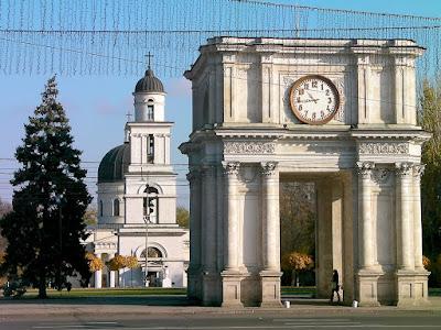 chisinau moldavia arco triunfo catedral