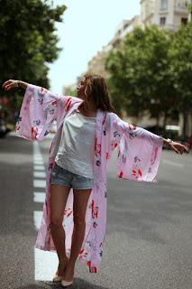 http://1.bp.blogspot.com/-B-_sTweKjdM/UTPXX_7SvxI/AAAAAAAAC5U/Xlq6teBZfsw/s1600/Sami-A-rapariga-do-quimono.jpg