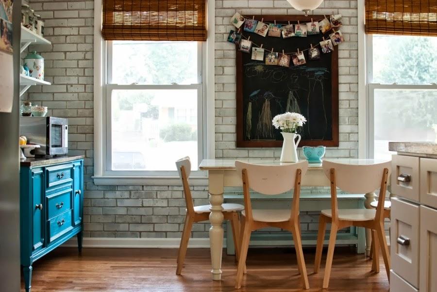 wystrój wnętrz, wnętrza, urządzanie mieszkania, dom, home decor, dekoracje, aranżacje, metamorfoza, remont, kuchnia, białe wnętrza, jadalnia, cegła, ceglana ściana