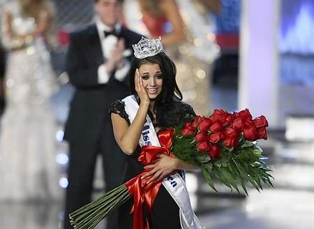http://1.bp.blogspot.com/-B-dTd1BmV3k/TxbnX42toRI/AAAAAAAAG8o/StQPYK7bVUE/s1600/Laura_Kaeppeler_Miss_America_2012_Wallpapers-05.jpg