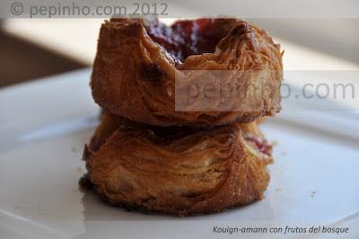 Kouign-amann con frutos del bosque