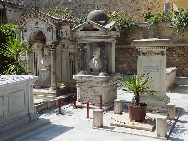 кладбище на территории православного монастыря в Стамбуле