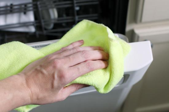 Clean cabinets appliances 9