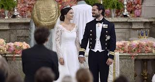 Sofia Hellqvist, agora princesa Sofia, elegeu um vestido desenhado pela estilista sueca Ida Sjöstedt para usar no dia do seu casamento com o príncipe Carl Philip da Suécia, filho dos reis Carlos Gustavo e Sílvia.
