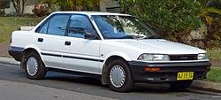 Mobil Sedan Corolla Generasi Keenam (1988-1992)