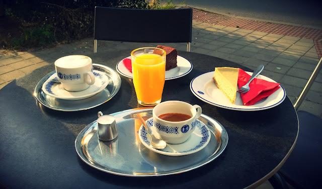 Káva a dorty v Café Flexaret